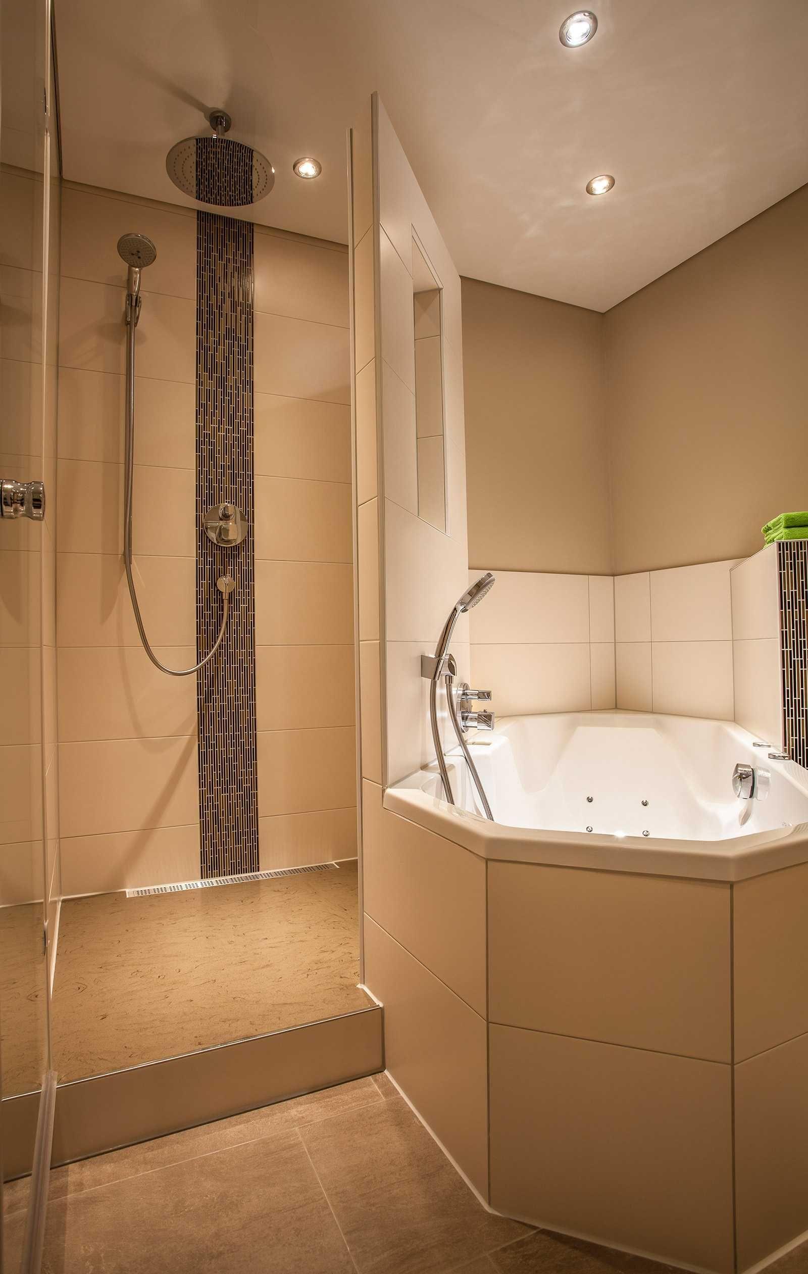 trotz wenig platz sowohl badewanne als auch dusche mit. Black Bedroom Furniture Sets. Home Design Ideas