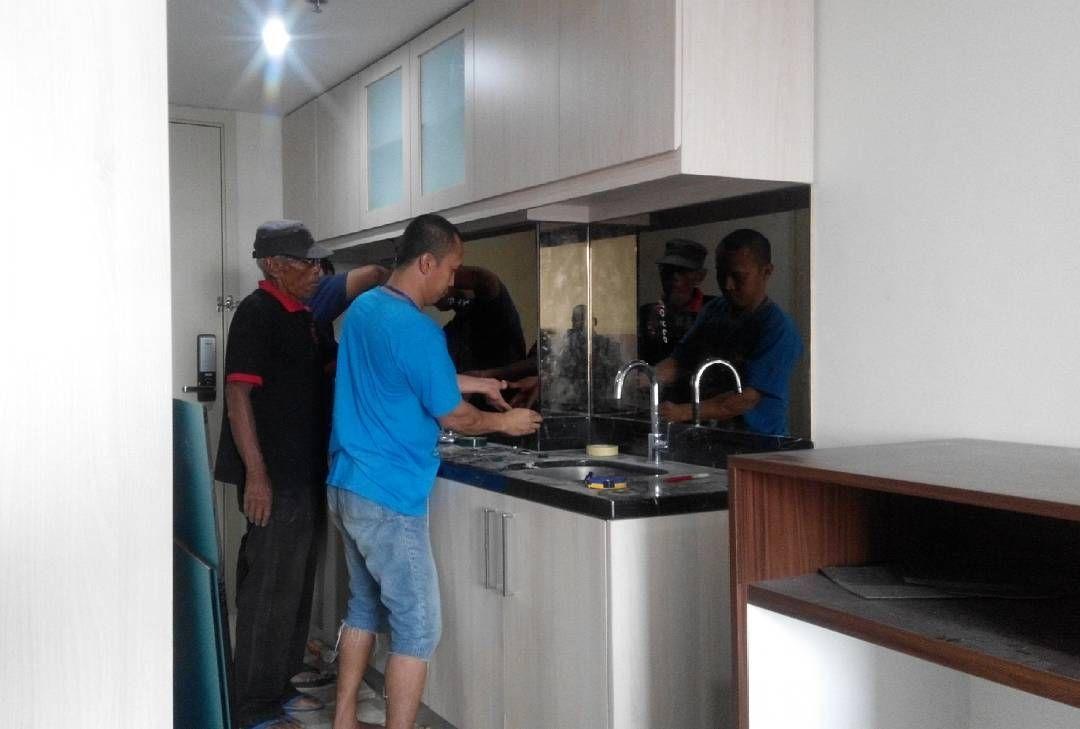 Kitchen set dinding cermin bronze apartment warhol louis kienne semarang wa 0811258979