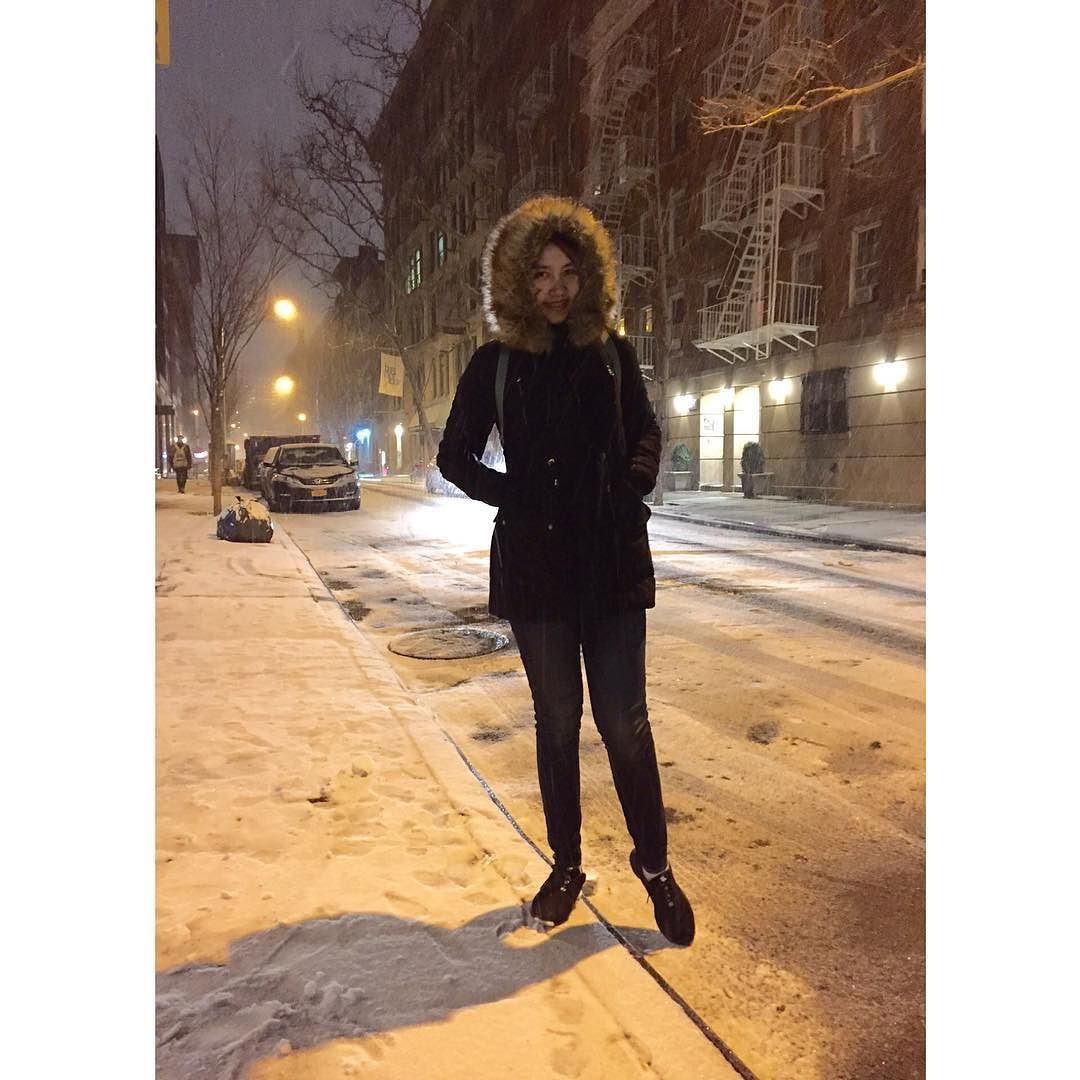 คดถงสโนวแลว..  #throwback #friday #winter #blizzard2016 #snow #babyitscoldoutside #newyork #maeinnyc #mlifeinbigapple #maemay3nyc by ladiii_mae