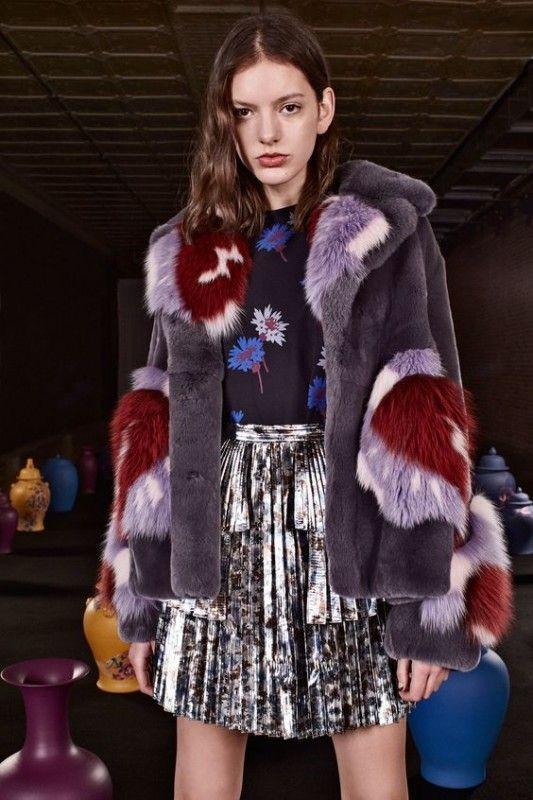 Модные показы пальто с мехом 135