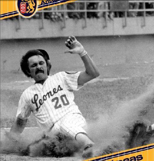 TONY ARMAS y su típico deslizamiento en el home plate !!!