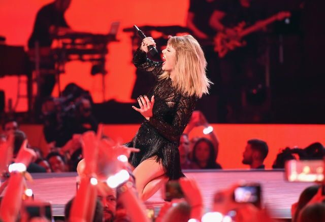 Taylor performing in Houston, Texas on February 4th, 2017
