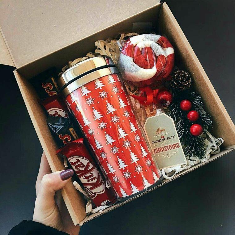 Regali di Natale per lui, scatola regalo con dolcetti, tazza termica per il caffè #christmasgiftideas