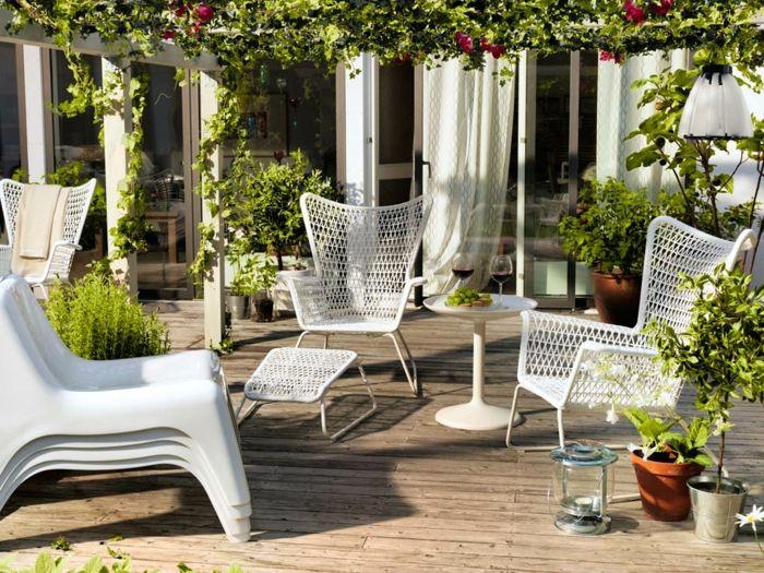 garten beistelltisch schicke gartenmöbel pflanzen | Gartengestaltung ...