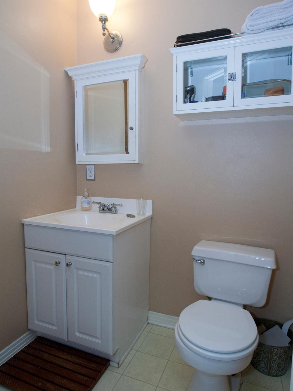 Hgtv Shares Our Favorite Small Bathroom Makeovers From Shows Like Property Brothers And Rehab Addict
