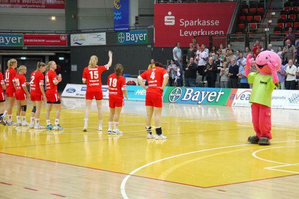 Smidty beim Spiel der Bayer Elfen gegen Thüringer HC.