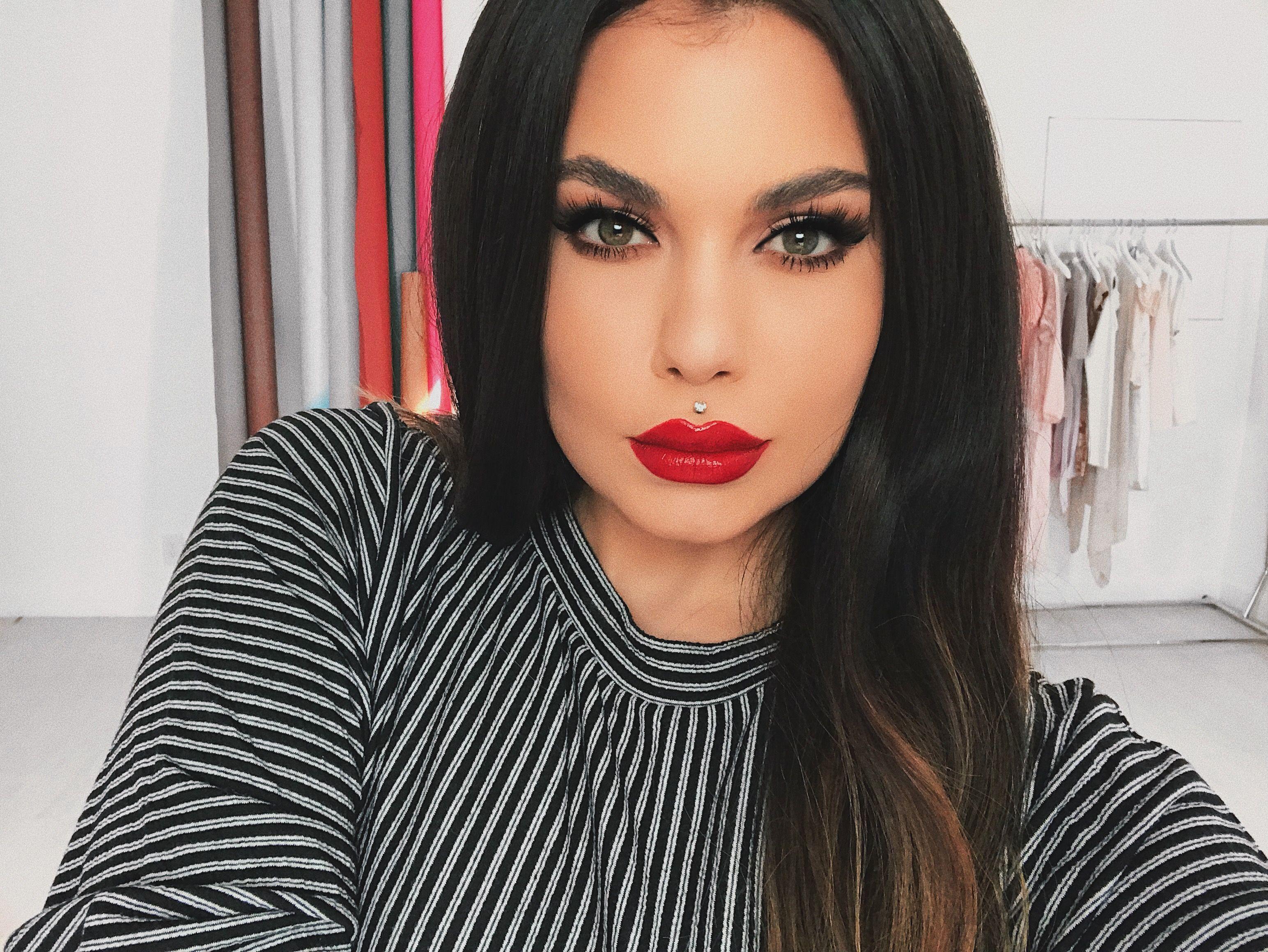 Love a bold red lip 😍 makeup makeupartist redlip