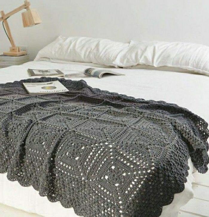 43 stilvolle modelle decken zum h keln tagesdecke grau tagesdecken und decken. Black Bedroom Furniture Sets. Home Design Ideas
