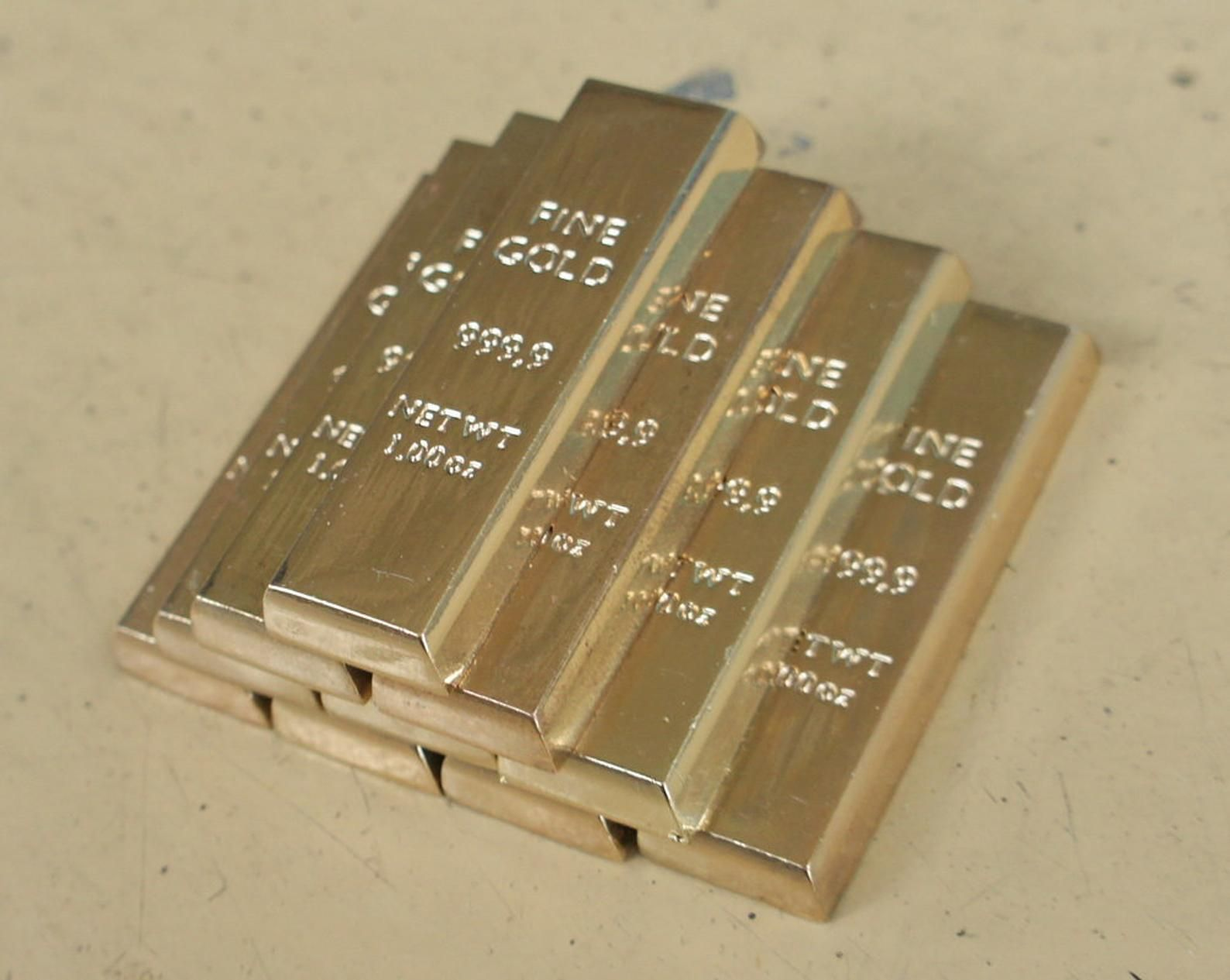 1 6 Scale Miniature Gold Bars 6 Pcs And Aluminium Briefcase Gold Bullion Bars Miniatures Gold Bullion