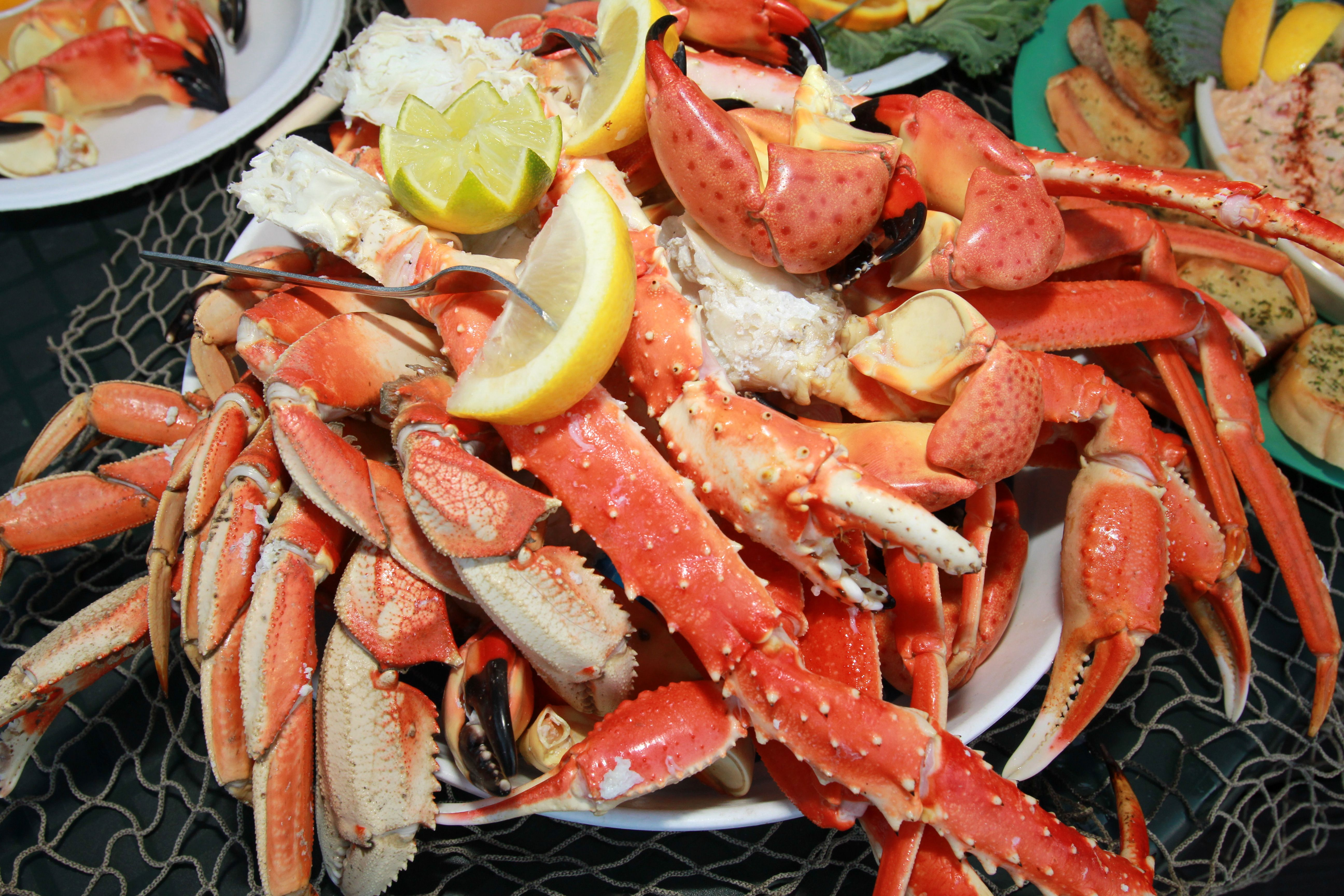 Crab Feast Stone Crab King Crab Dungeness Crab And Snow Crab Crablegs Cooters Stonecrab Crab Feast Stone Crab Season Food