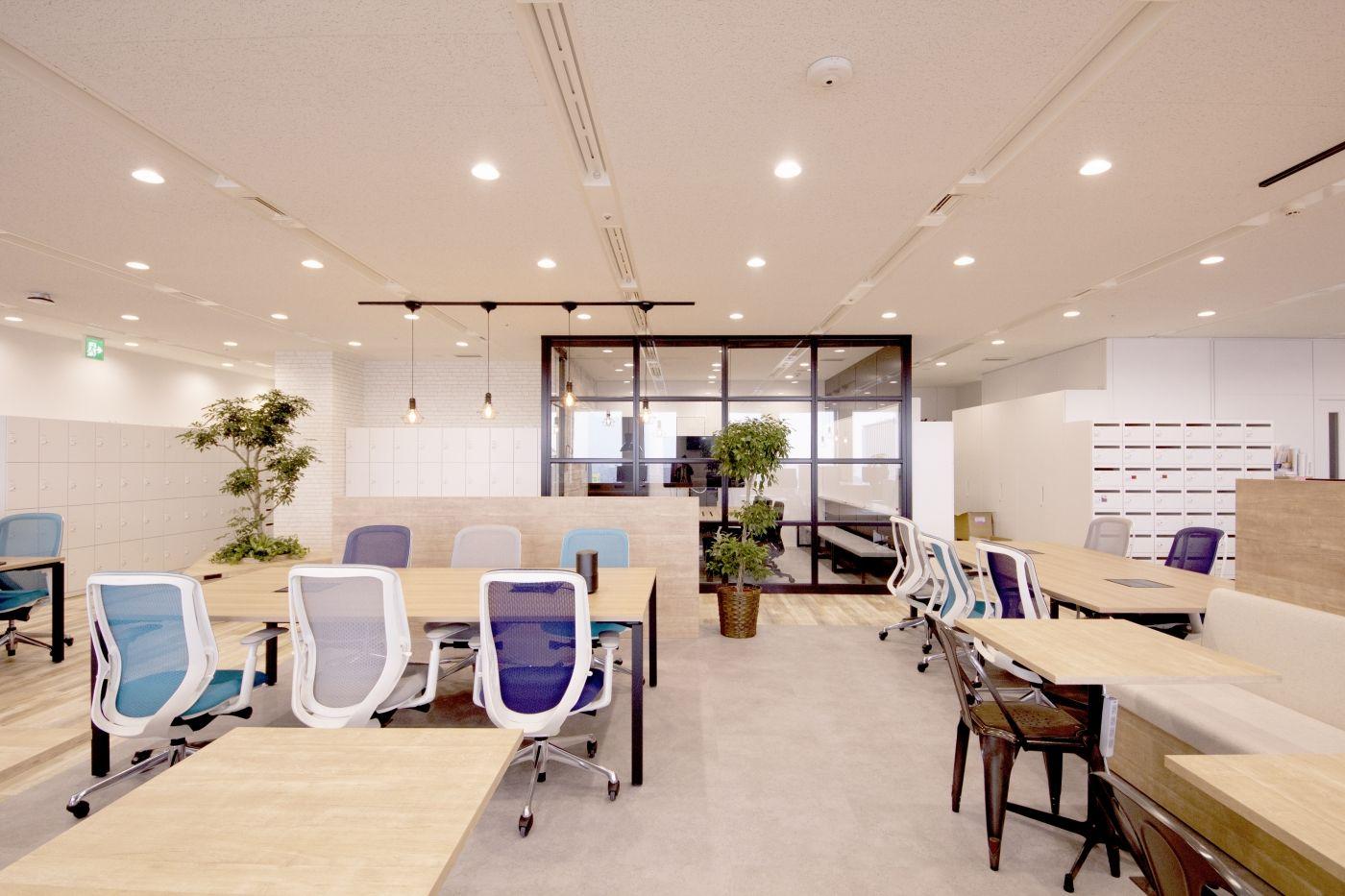 Cafe 自然なコミュニケーションが生まれるオープンオフィス