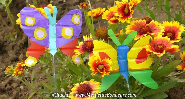 papillons vert et violet avec des bouteilles d 39 eau pour d corer le jardin plastic bottles. Black Bedroom Furniture Sets. Home Design Ideas