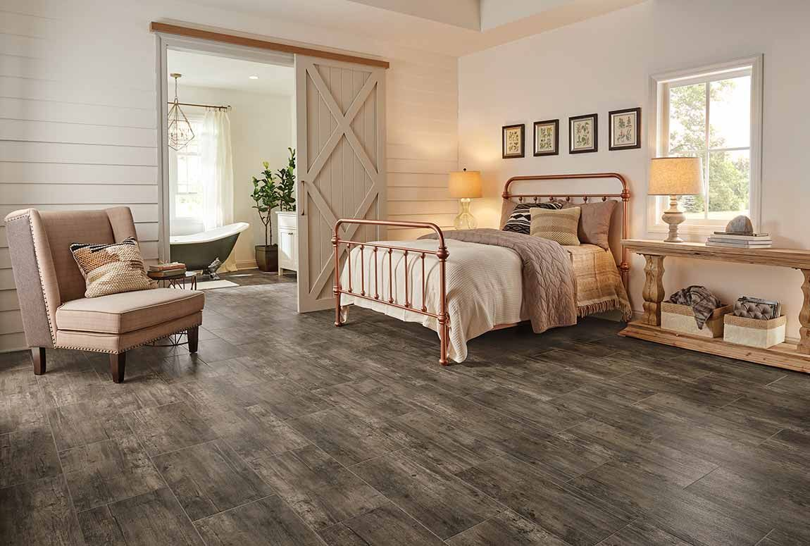 Rustic Farmhouse Is One Of Our Favourite Styles For A Guest Room Because It Allows You To Infuse As Much… | Rustic Bedroom Design, Bedroom Flooring, Stylish Bedroom