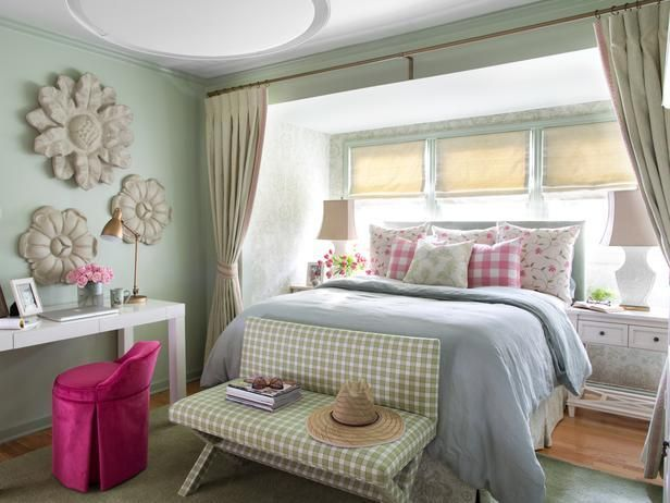 This Spring Inspired Cottage Bedroom Reflects A Cool Calm Vibe Throug Camera Da Letto Interior Design Design Della Camera Da Letto Decorazione Camera Da Letto