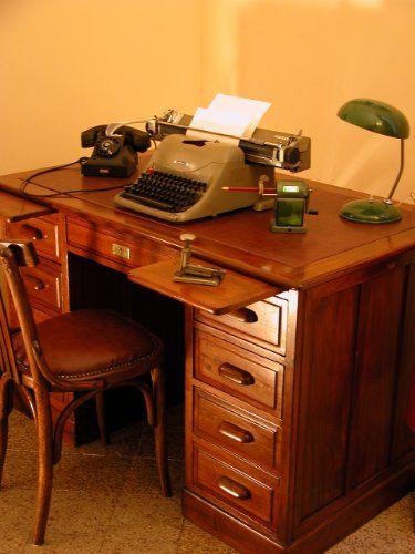 Scrivania in castagno Franzi mobili da ufficio, Milano, anni 40 ...
