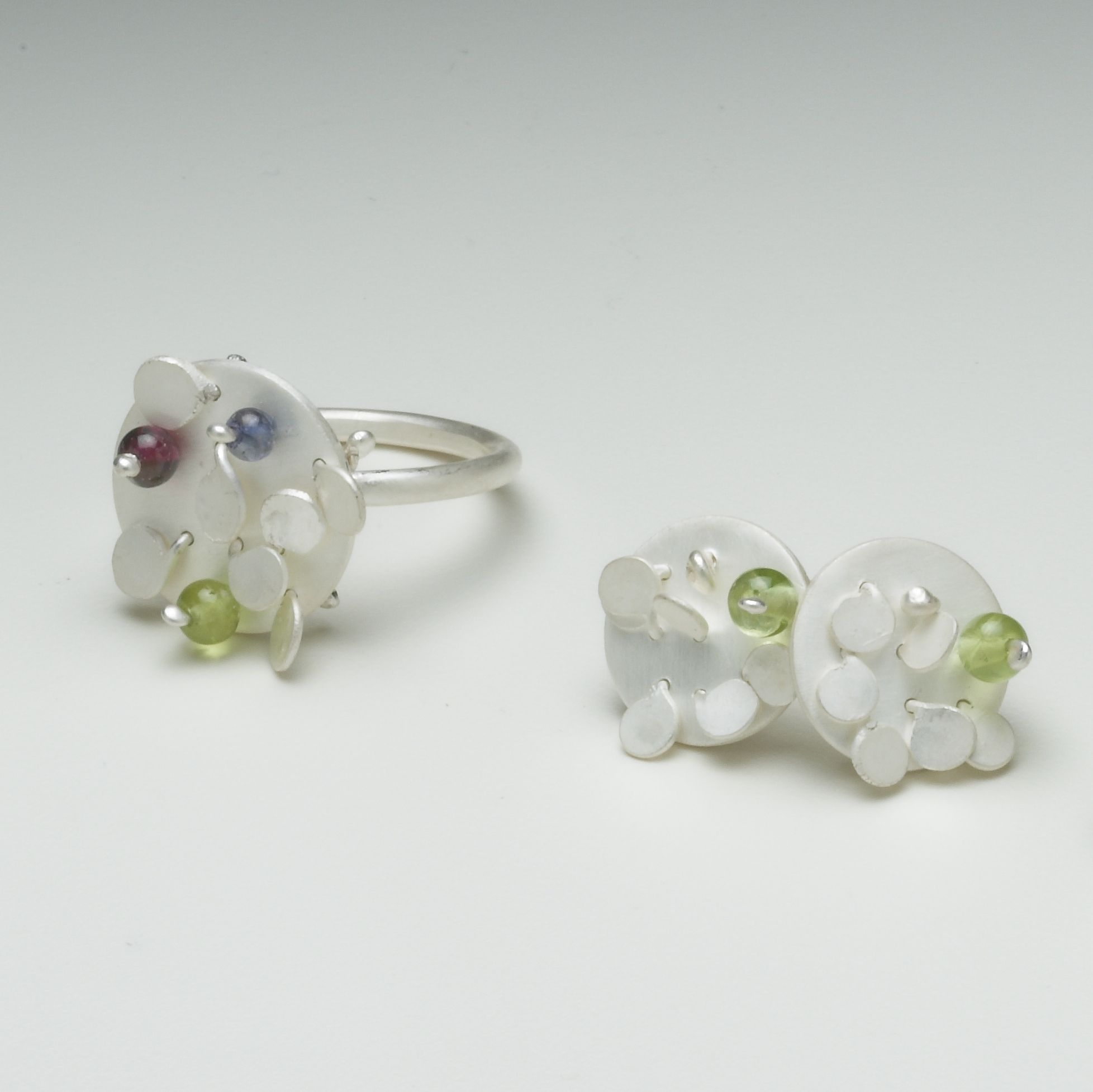 Symphony Bloom Disc Ring And Stud Earrings Round Silver White Satin Peridot Iolite Garnet Green