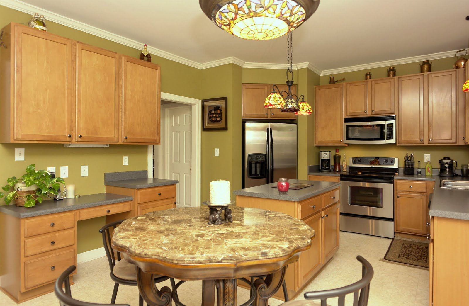 oak cabinets with grey countertops there u0027s no place like home
