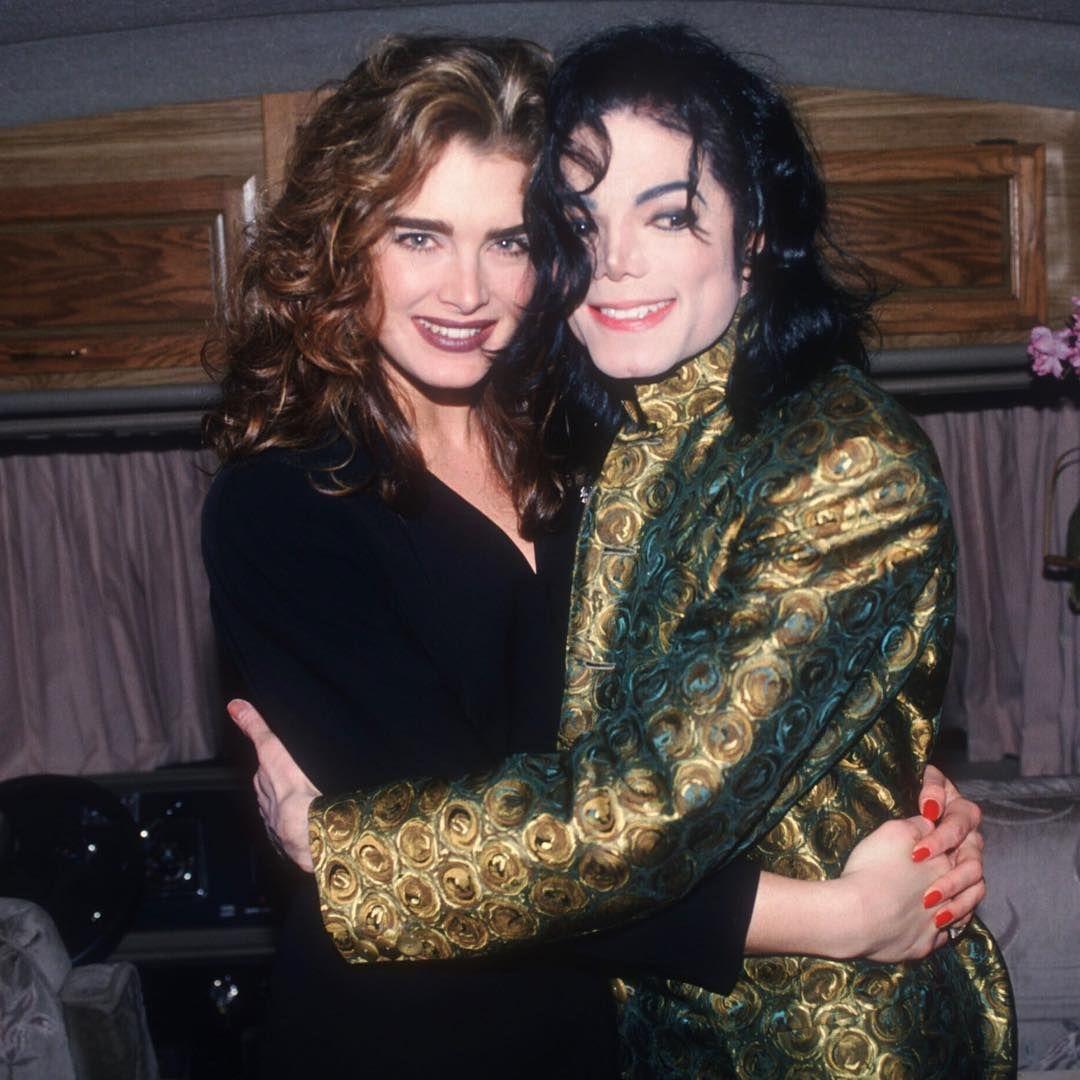 Наряд Майкла на церемонии «Грэмми», где он получил награду «Легенда Грэмми»