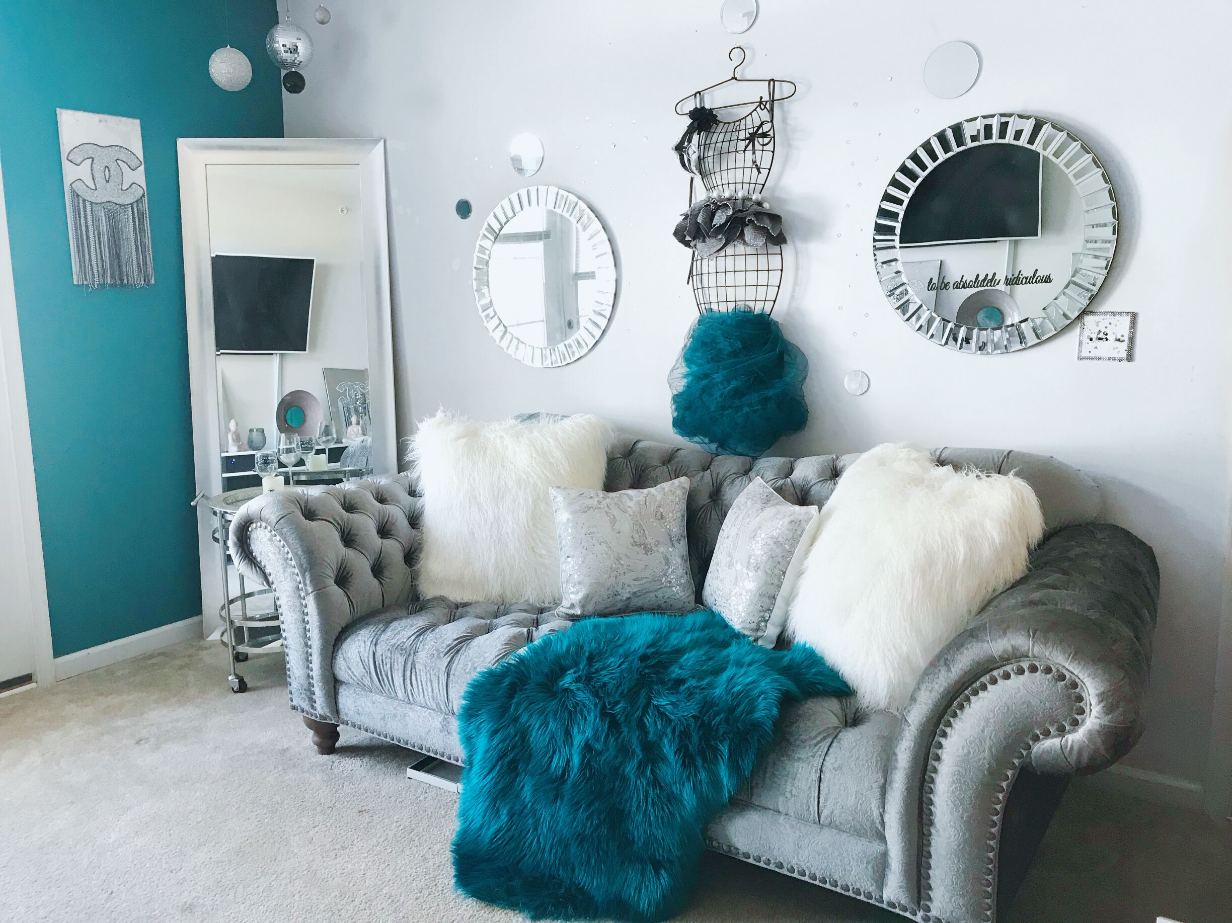 10 Stunning Teal And Gold Living Room