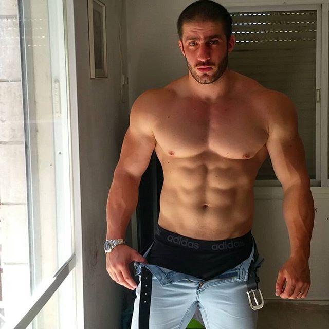 undressed-sexy-men-nudist