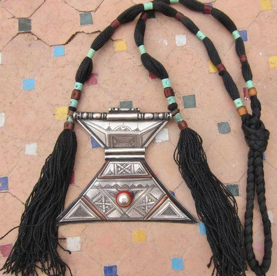 Tuareg Amulet Khomeissa by TuaregJewelry on Etsy https://www.etsy.com/listing/209233661/tuareg-amulet-khomeissa BY INEKE HEMMINGA
