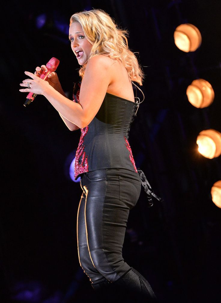 country-music-stars-performing-nude-does