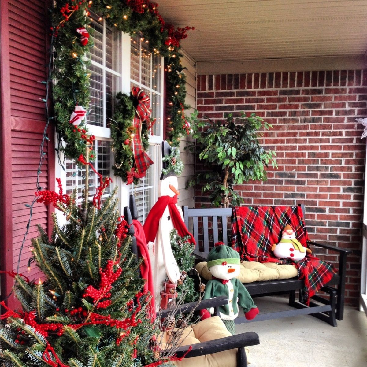 Country christmas porch christmas pinterest for Country christmas decorations for front porch