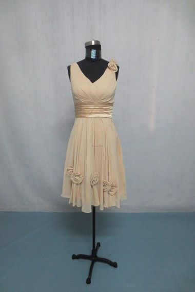$99.00 Cheap Sheath/Column V-neck Knee-length Chiffon Prom Dress - http://basadress.com/cheap-sheath-column-v-neck-knee-length-chiffon-prom-dress-1332.html#