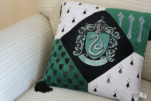 slithering pillow i could make one similar for all houses harry potter pinterest. Black Bedroom Furniture Sets. Home Design Ideas