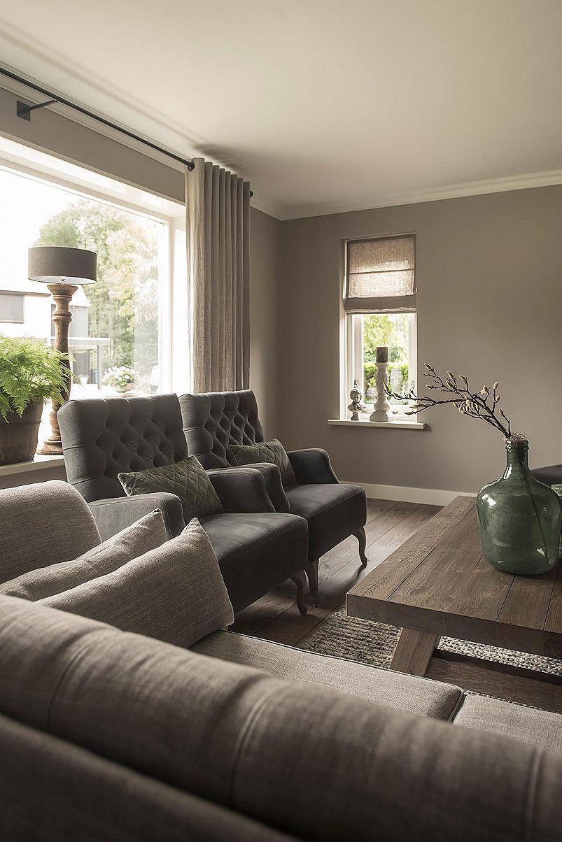 Landelijk interieur met neutrale tinten woonkamer for Woonkamer lamp modern