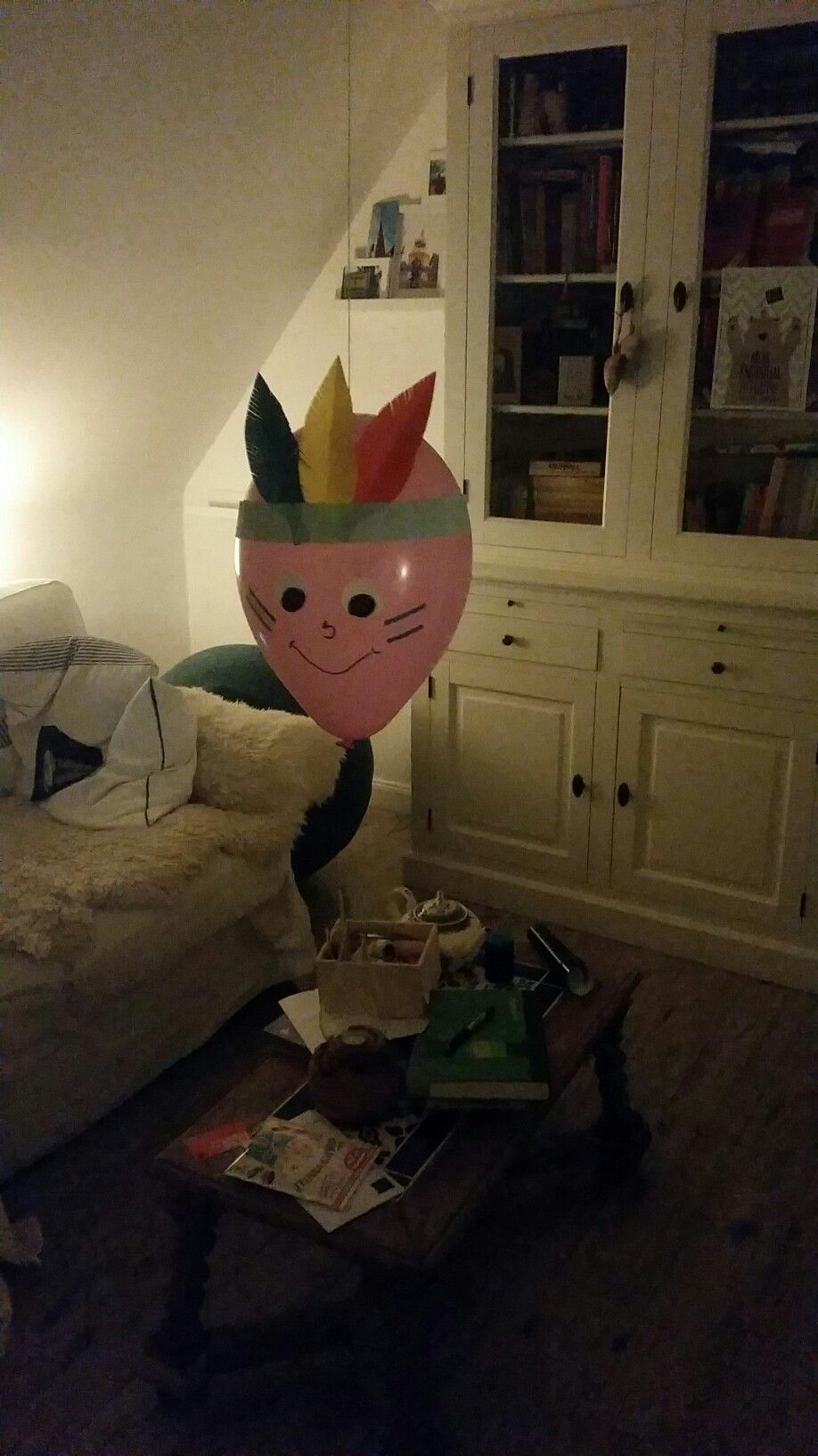 Photo of Mit Luftballons lässt sich soviel tolle Deko machen. Hier ein Indianer.