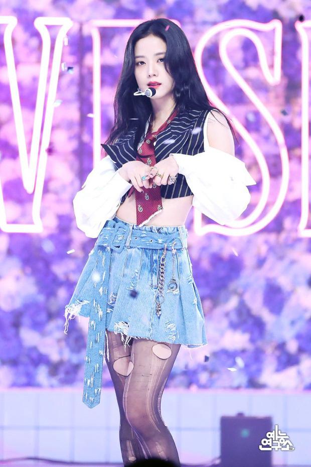Jisoo từng hát không được nhảy không xong, thoát mác 'bình hoa di động' là nhờ công lớn của Jennie?