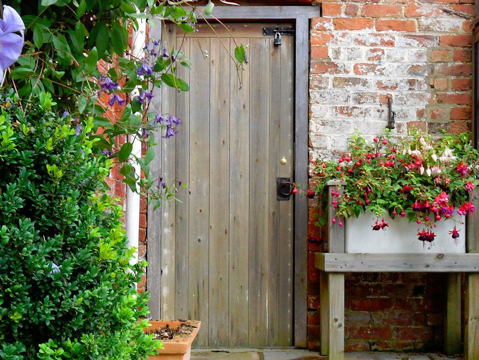 love this rustic door