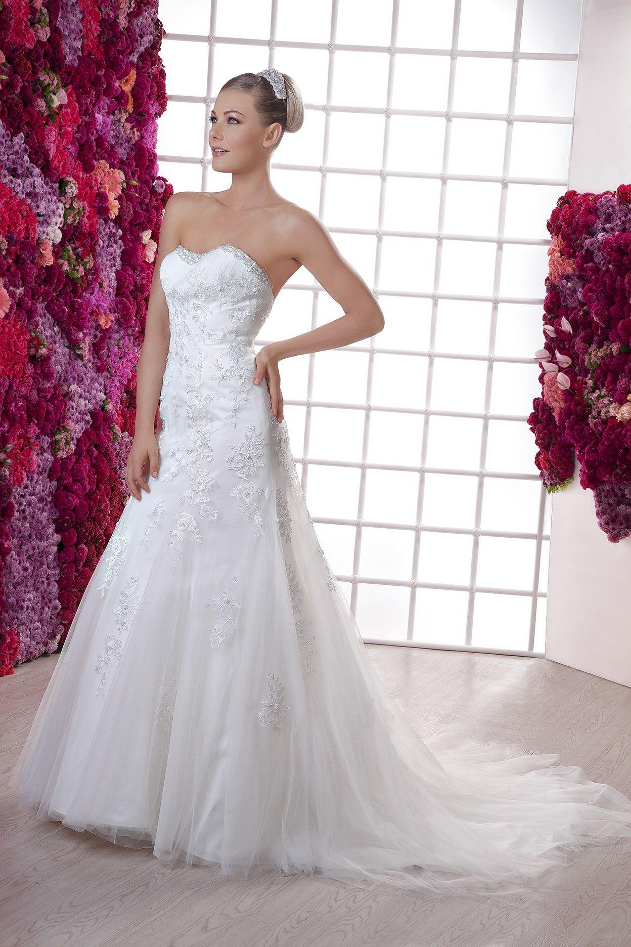 Modelo Janette de la Nueva Colección 2015 de Essence.#EssenceMx #Weddingdress #Bride #Wedding #Ilution #2015#Flowers #Violet #Pink