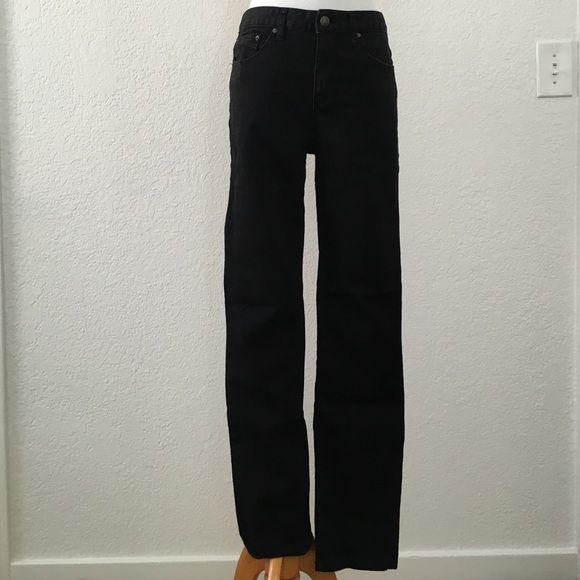 Free people black skinny jeans Free people black skinny jeans in excellent condition. Reposhing bc doesn't fit, otherwise I'd keep them! Inseam is 33 inches, somewhat high waisted. Free People Jeans Skinny