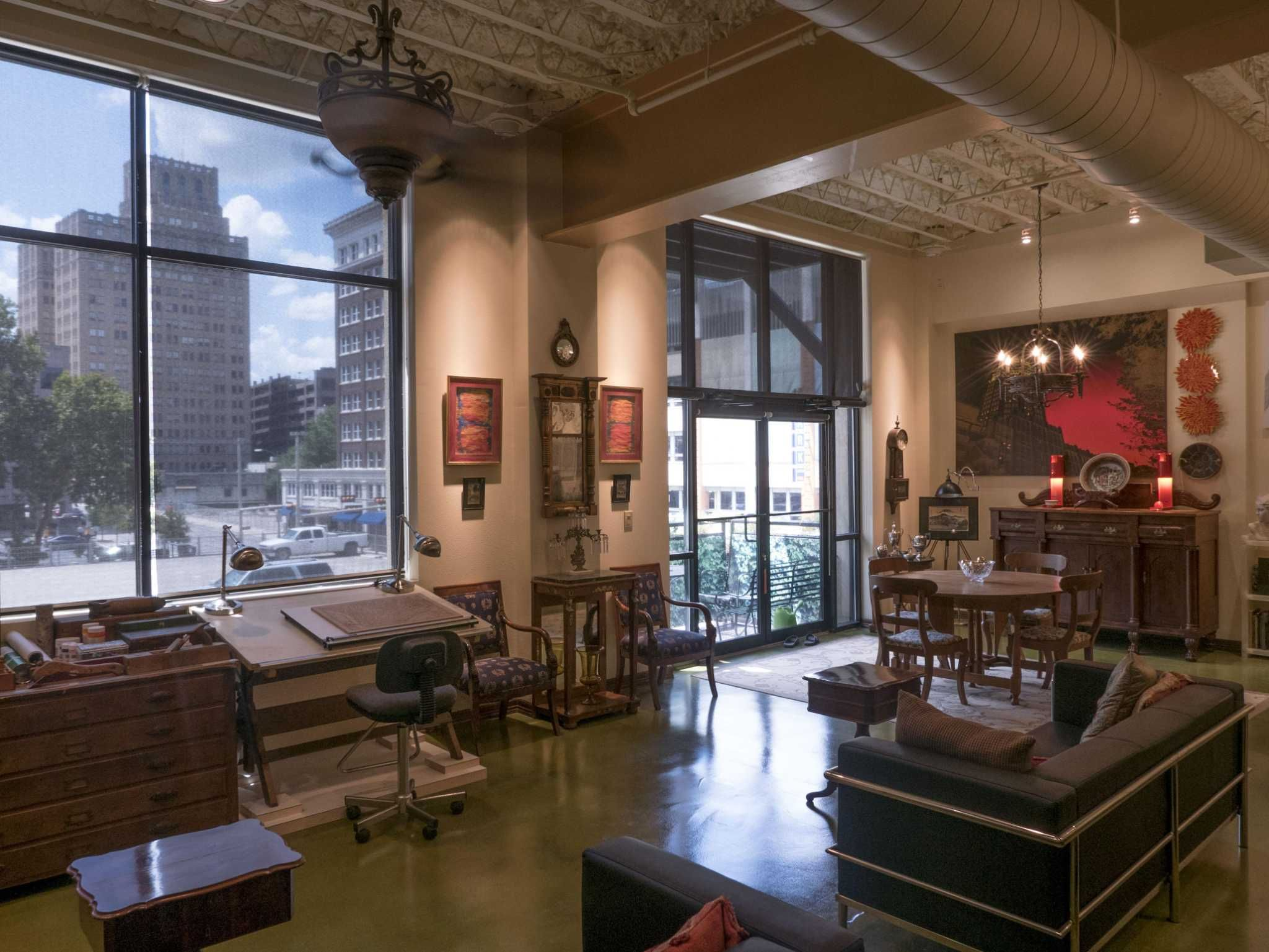 Industrial downtown San Antonio condo a Rome away from