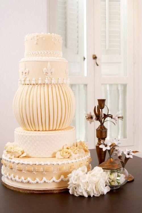 30 Chic Vintage Style Wedding Cakes With An Old World Feel - Weddingomania