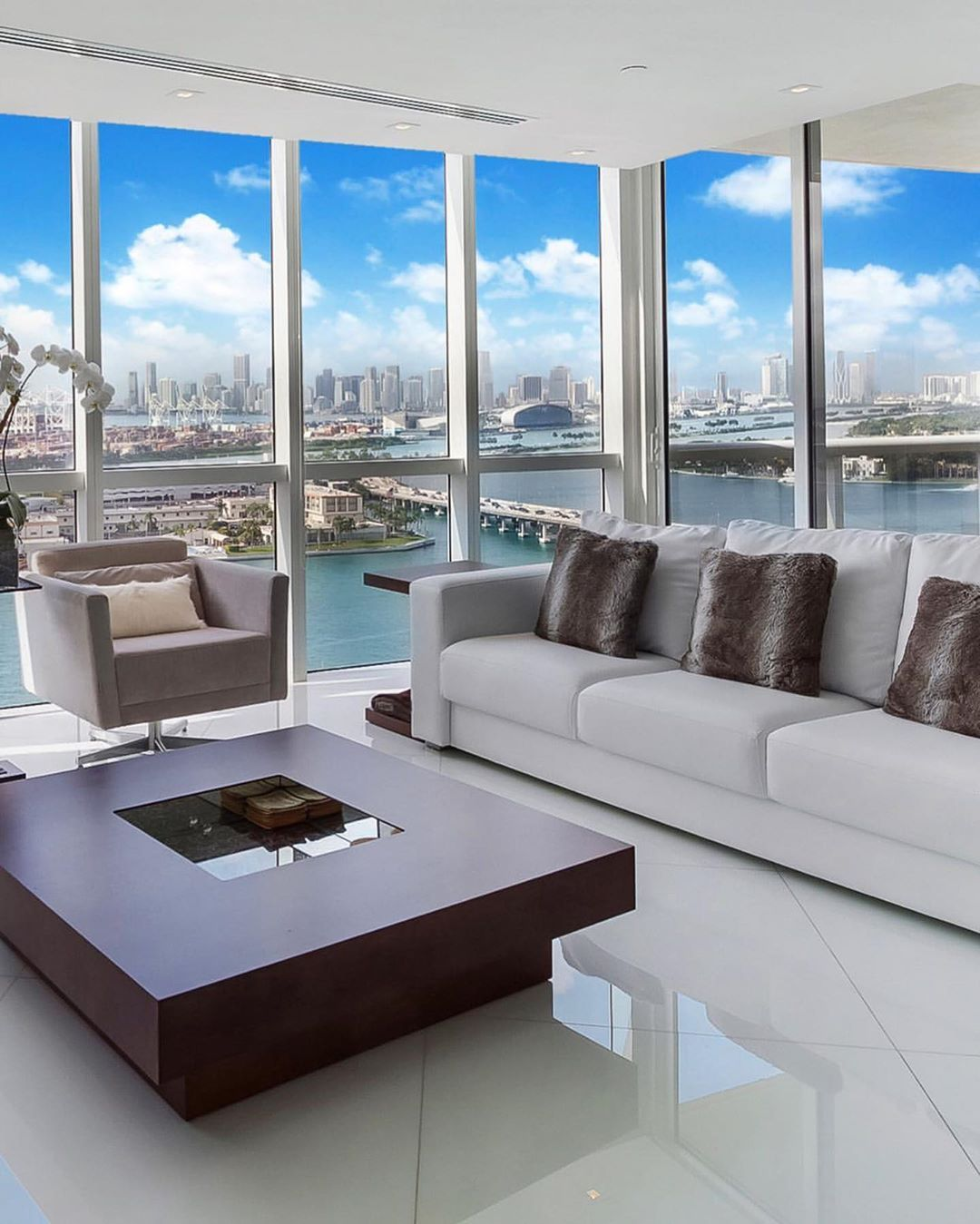 Luxury Homes On Instagram Awesome This Amazing Miami Condo Is Like A Window Onto The World Outside Listed By Miami Miami Condo Luxury Homes Apartment View