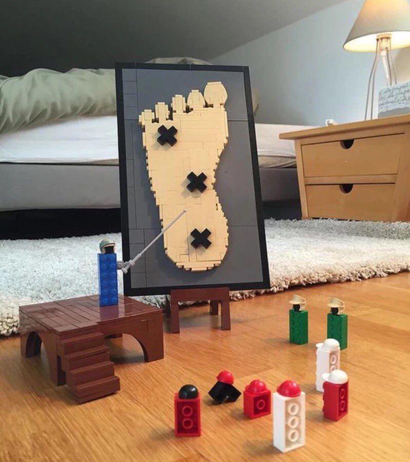 "K44 auf Twitter: ""Was Legos tun, wenn wir weg sind. https://t.co/5xKB0EA6yo"""