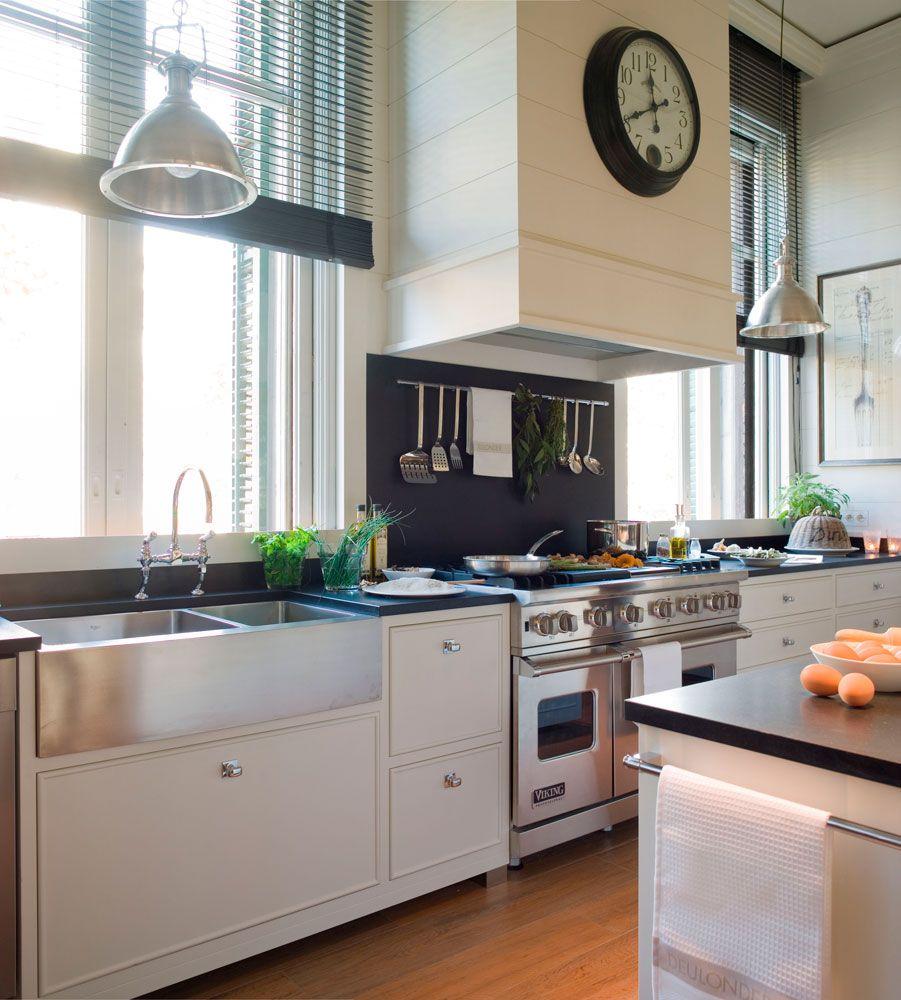 Cocina con isl de color blanco y negro y fregadero - Fregadero cocina ...