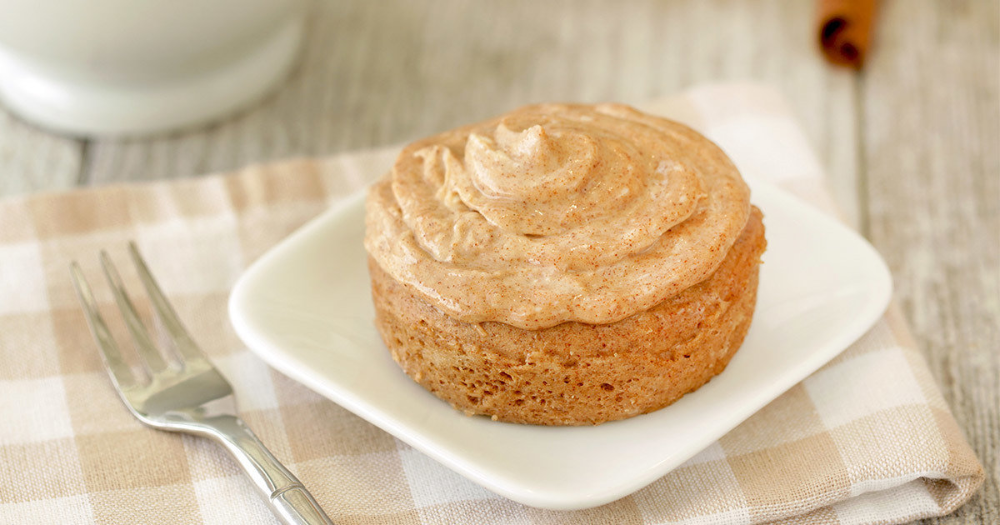 Cinnamon Roll Cake in a Mug #cinnamonrollpokecake