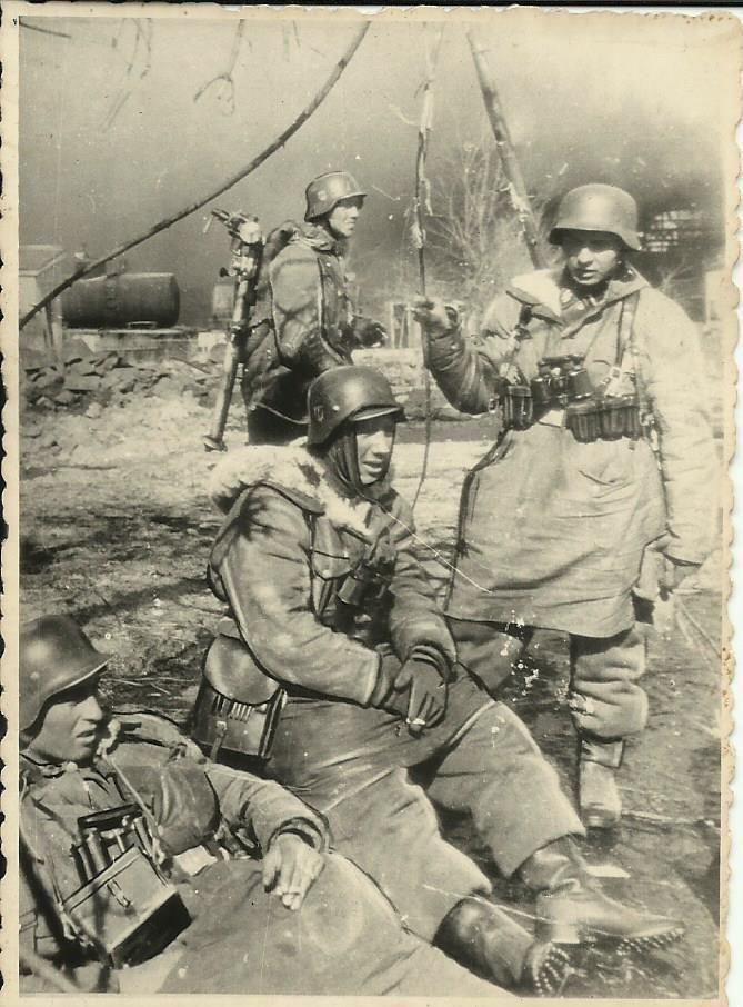 deutsche soldaten an der ostfront ww2 pinterest. Black Bedroom Furniture Sets. Home Design Ideas