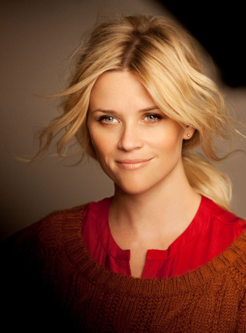 Reese Witherspoon: beautiful elegance. Love the natural makeup and soft waved low pony.