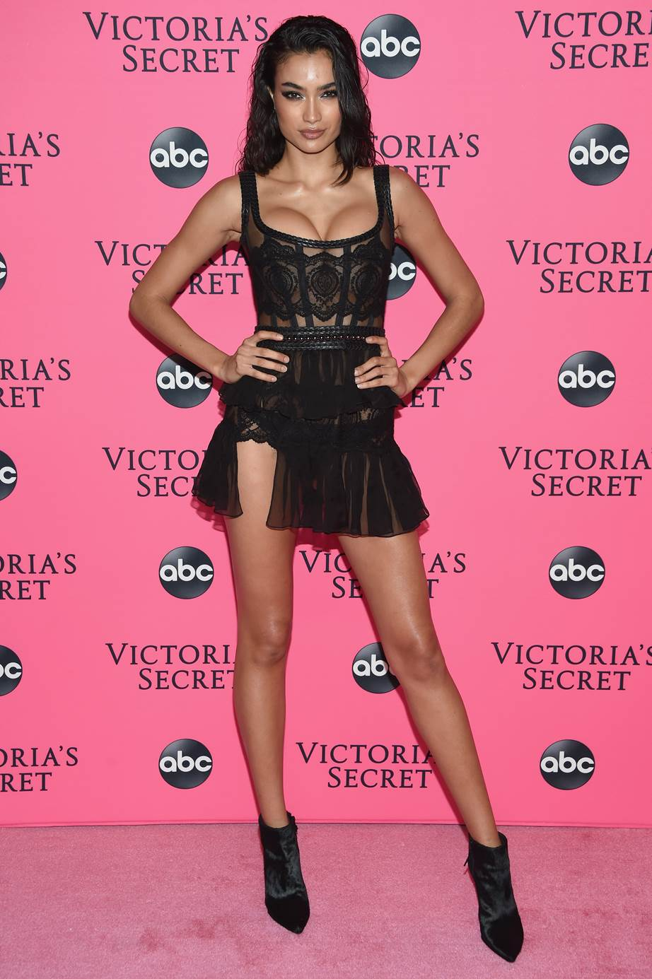 Every Look From The 2018 Victoria S Secret Fashion Show Viewing Party Victoria Secret Fashion Show Victoria Secret Fashion Victoria Secret [ 1385 x 922 Pixel ]