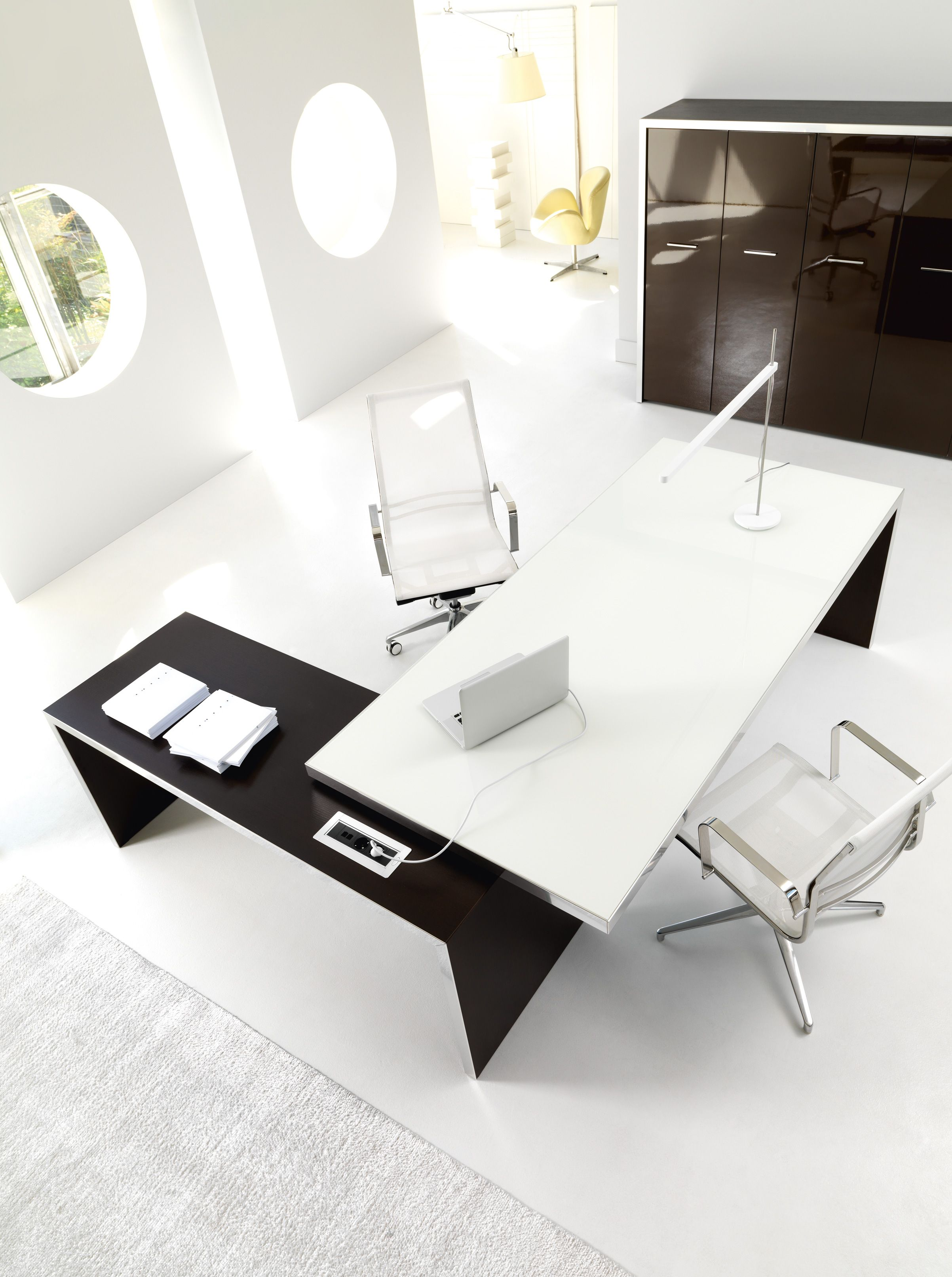 WING Executive Desk By IVM U0026 FORMA Chairs By TCC
