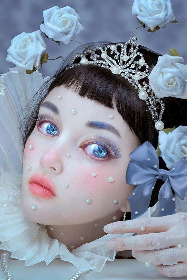 Girl 's face with white roses