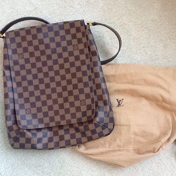 Authentic Louis Vuitton bag Excellent Condition Clean inside and out Louis Vuitton Bags