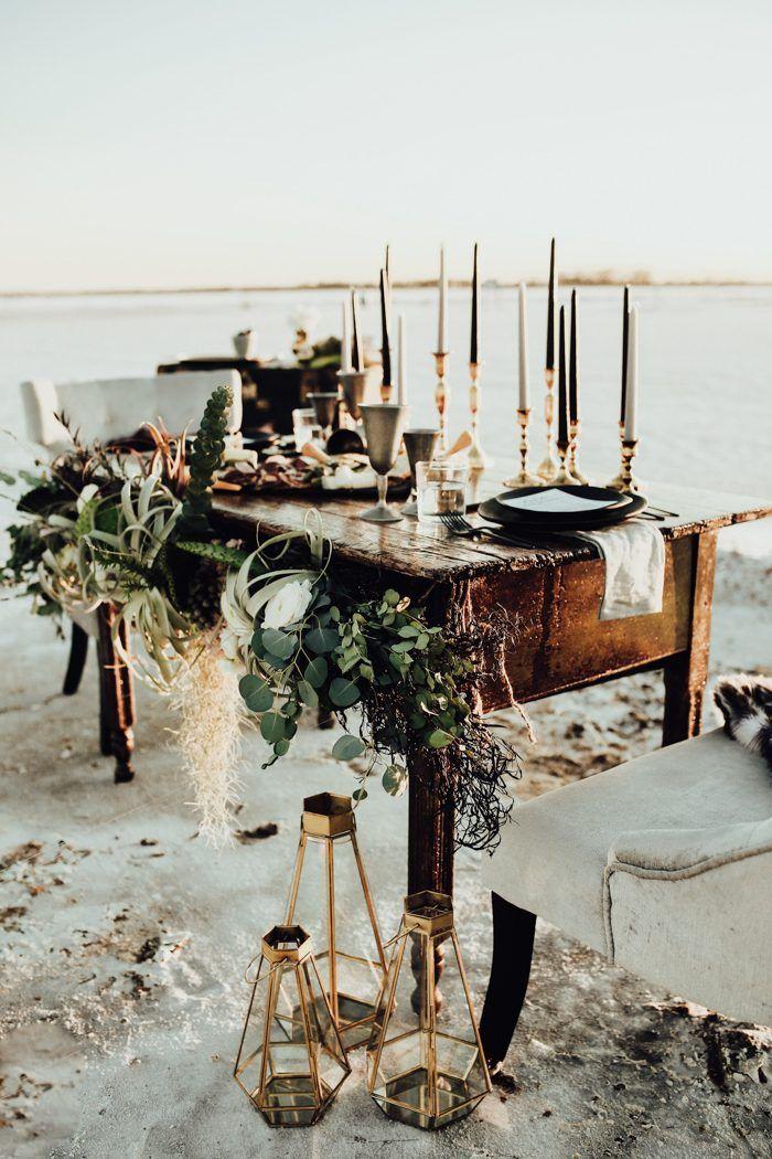 Edgy High-Fashion-Hochzeitsinspiration im Great Salt Plains State Park   – beach receptions