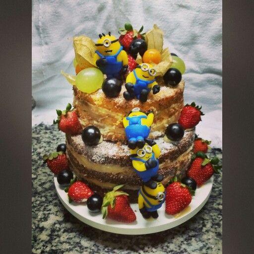 Bolo para 20 pessoas (modelo naked cake) + 50 docinhos