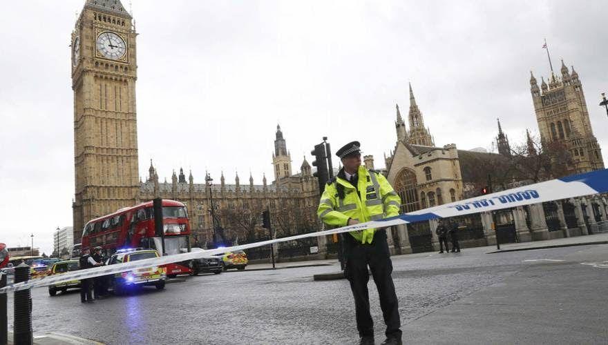 Αυτόπτης μάρτυρας περιγράφει την επίθεση στο Κοινοβούλιο της Βρετανίας (φωτό, βίντεο)